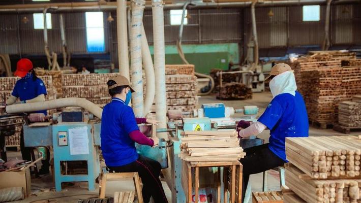 Xuất khẩu sản phẩm gỗ tăng 17,5% go 01 15415565194961185236624 crop 1543890998085911452626