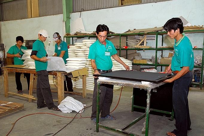 Ngành chế biến gỗ: Tận dụng hiệu quả các lợi thế 2011 ANh kem bai XTTM go   thuy duong 1
