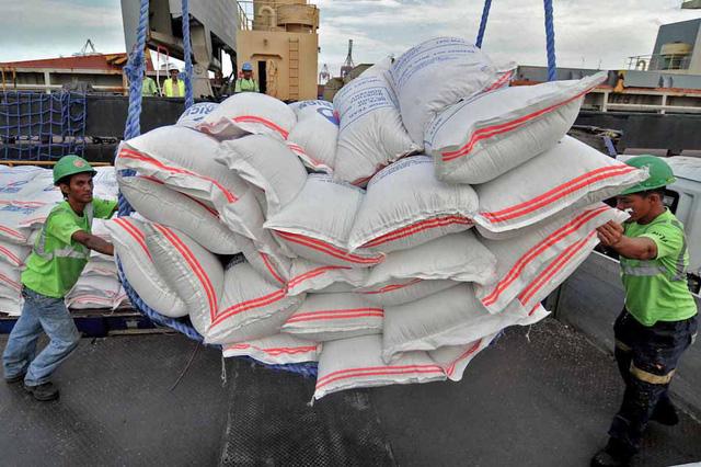 Philippines dự kiến trở thành nhà nhập khẩu gạo lớn thứ hai thế giới 20141127 rice imports aa 15523156964421490602646
