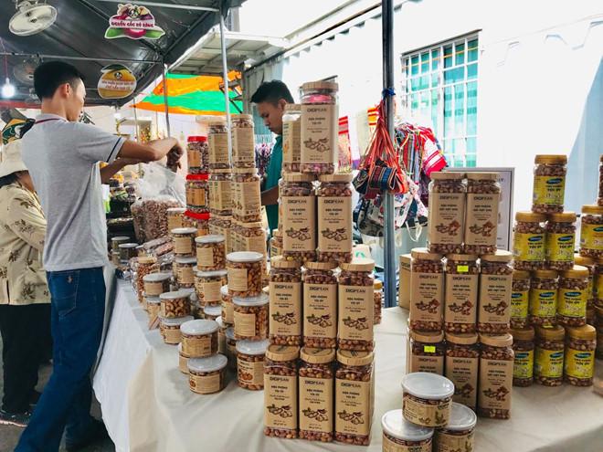 Nhập khẩu hạt điều, cao su, gỗ, phế liệu từ Campuchia tăng mạnh viberimage2019 03 152c150444 vasb
