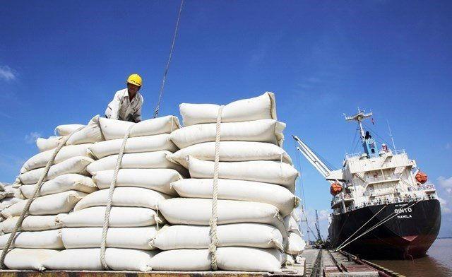 Giá gạo xuất khẩu Việt Nam chạm đáy hơn 16 tháng xuatt khau gao 1