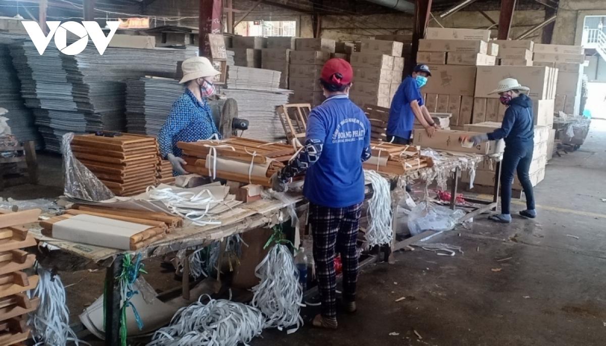 Nhiều doanh nghiệp xuất khẩu gỗ gặp khó thieu nguyen lie dang la kho khan lon nhat cua doanh nghiep nganh go binh dinh